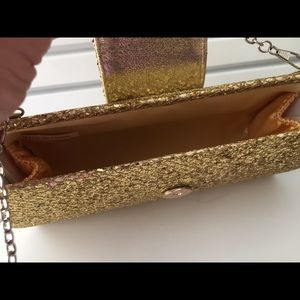 Bags - 3/10.00 😃 Special occasion gold purse with chain
